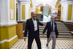 """Jerzy Bajkowski, który oddał 62 litry krwi (po lewej ) z kolegą Jerzym Romejko, który oddał 52 litry po odebraniu odznak  """"Honorowy Dawca Krwi – Zasłużony dla Zdrowia Narodu""""."""